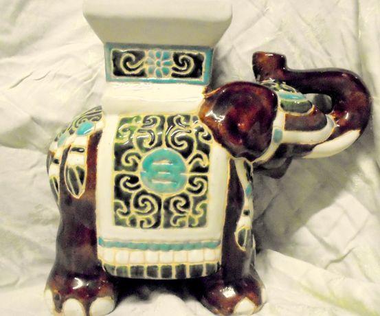 Porcelanowy słoń -kwietnik