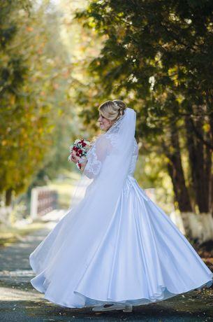 Продам весільну сукню 52-54-56