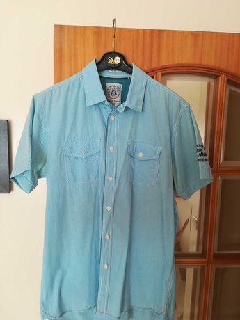 Camisa desportiva de homem de marca..