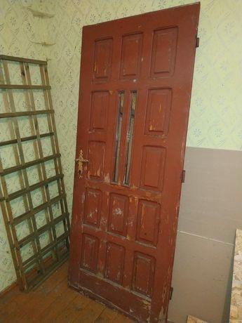 Drzwi zewnętrzne drewniane 80x200 z szybkami.