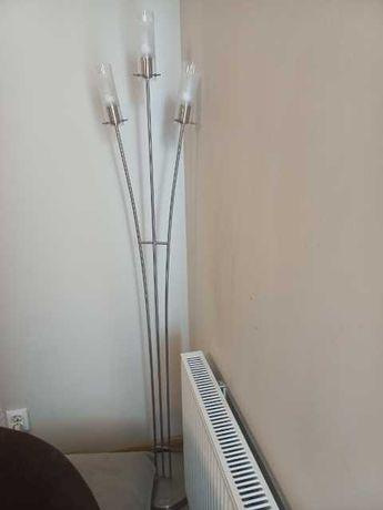 żyrandol i lampa stojąca