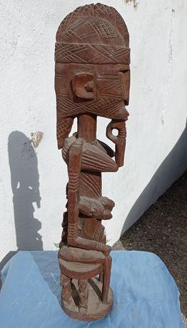 Estatueta Maternidade Tribal Africana antiga, em excelente conservação