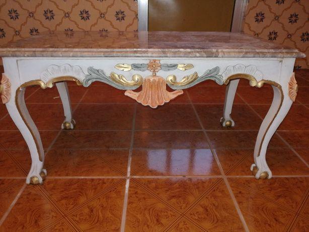 Mesa de centro em madeira antiga como nova
