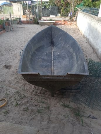 Barco de fibra para despachar