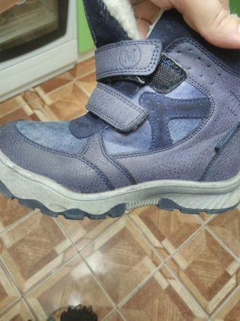 Зимове взуття на хлопчика 31 розміру.