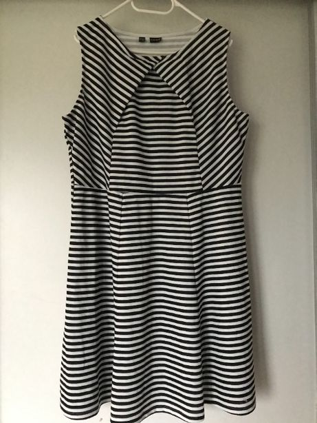 Sukienka w paski 44