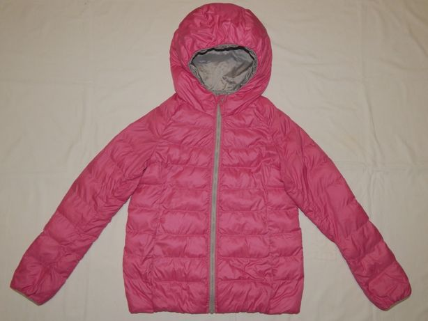 Легкая и практичная розовая куртка Uniqlo на девочку 11 лет. Рост 146