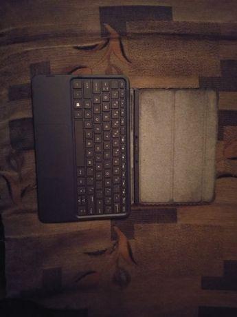 Needbook (laptop z wyjmowaną klawiaturą) (uszkodzony)