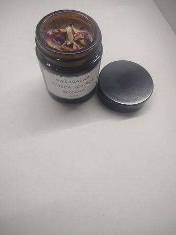 Naturalna świeca sojowa różana 30ml z płatkami róż