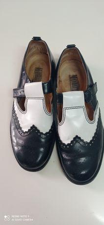 Sapato de homens com pouco uso