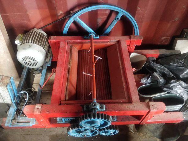 Esmagador de uva elétrico com resguardo para tina de 1000 litros