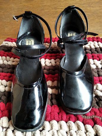 eleganckie czarne buty