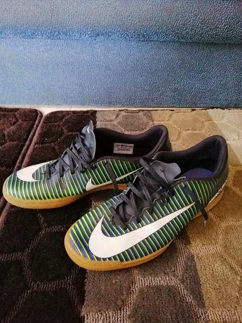 Футзалки Nike 43, 27,5см
