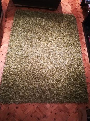 Carpete como nova, dois meses de uso.