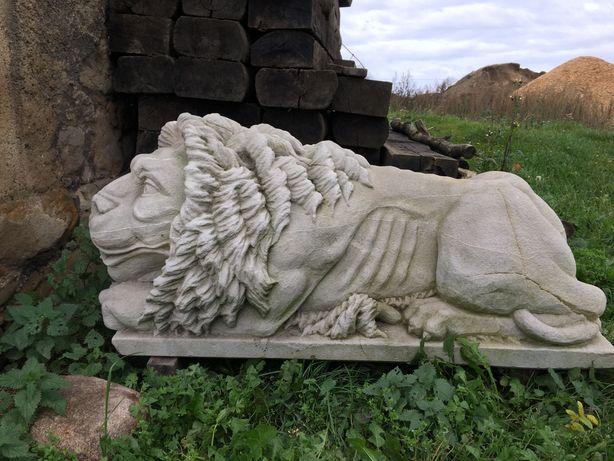 Lew wykonany z piaskowca