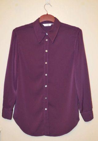 Красивая блуза фиолетового цвета, с перламутровыми пуговицами