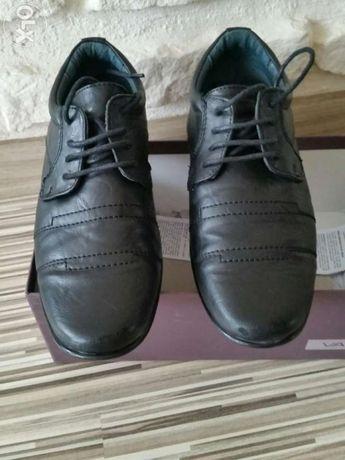 Sprzedam buty chłopięce , sandały 20 zł