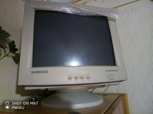 Монітор Samsung SyncMaster 551s + клавіатура і мишка