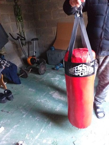 worek bokserski treningowy z rękawicami