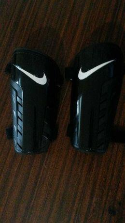 Щитки футбольные Nike (L)