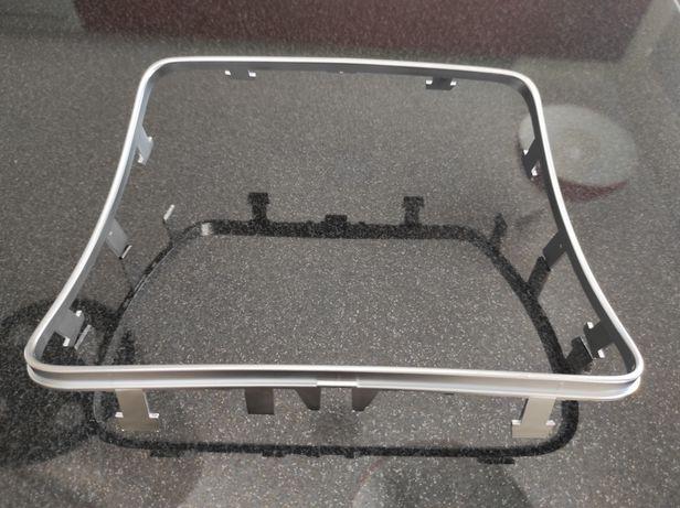 Moldura suporte copos Mercedes Classe C e GLC