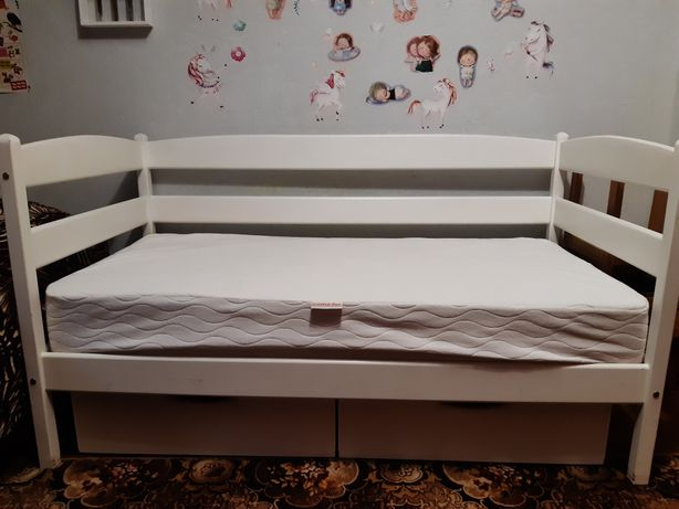 Ліжко дитяче біле