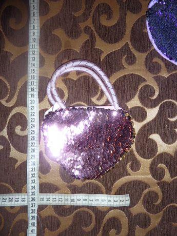 сумочка в виде сердечка с пайэтками