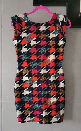 Sukienka vintage, z profilowanymi ramionami r. M