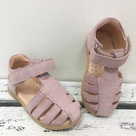 Sandałki Mido Shoes .
