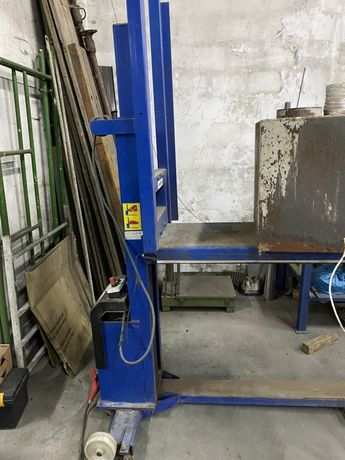 Elevador hidraulico com pouco uso levanta 1 mt de altura