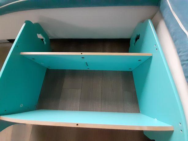 Nowa pólka do pokoju dziecięcego w kolorze niebieskim
