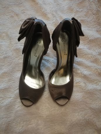 Brązowe buty damskie szpilki