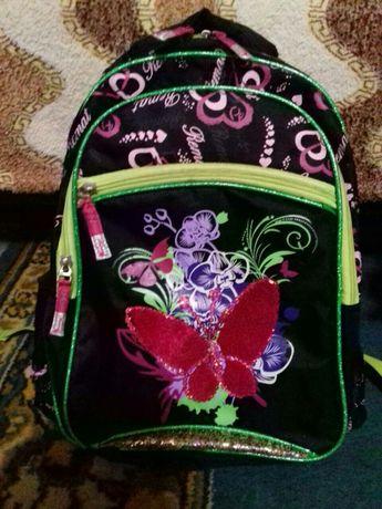 Школьный рюкзак зелёного цвета для девочки