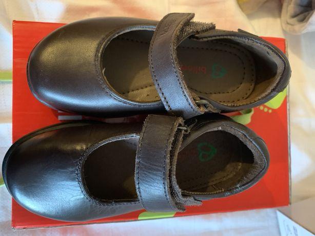 Sapatos tamanho 25 castanhos c/sola borracha