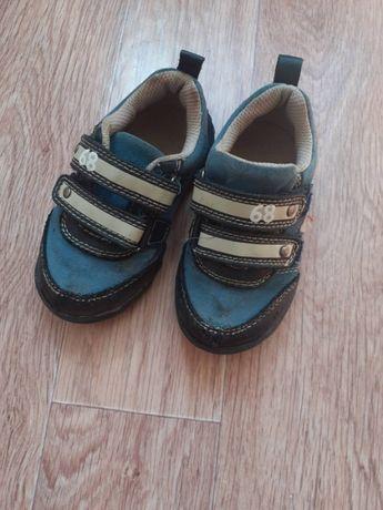 Ботінки, туфлі, черевики