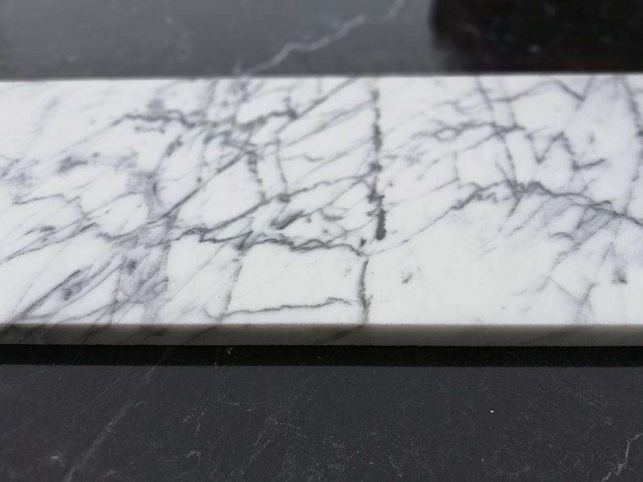 Płytki marmurowe Włoskie Bianco di Carrara Statuarietto 25x80x2 Poskwitów - image 1