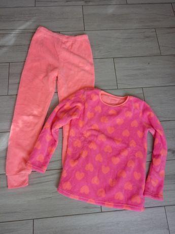 Różowa pluszowa piżama