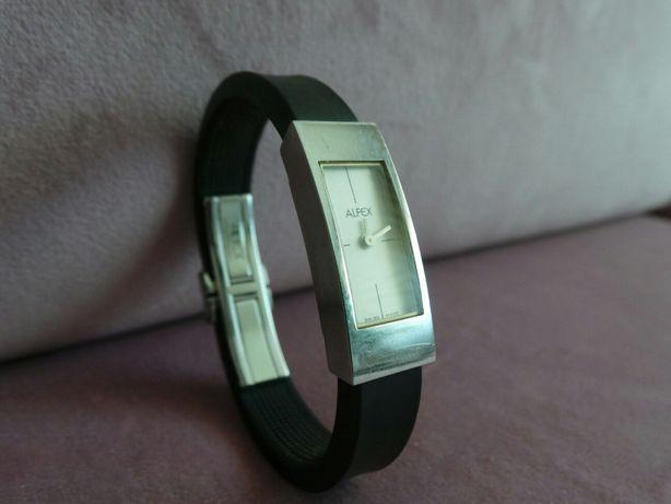 Relógio Alfex prateado com pulseira preta