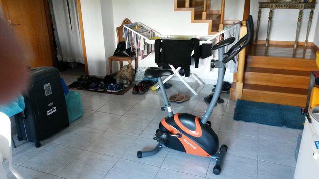 Bicicleta de Exercicio Nova