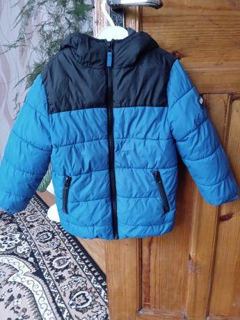 Продам Осению курточку на 4-5лет