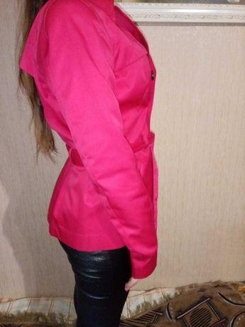 Піджак яскраво-малинового кольору