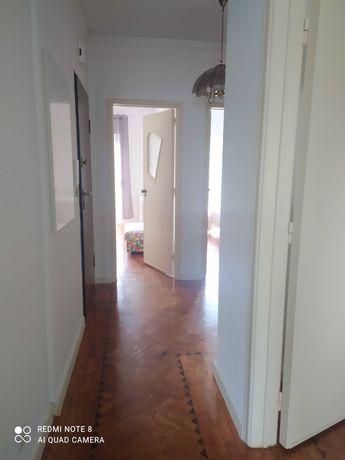 Amadora apartamento T2,  completamente mobilado, e remodelado
