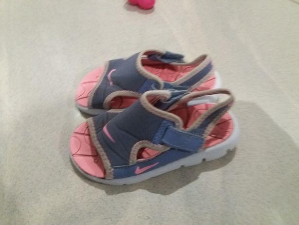 Sandałki Nike rozm.25