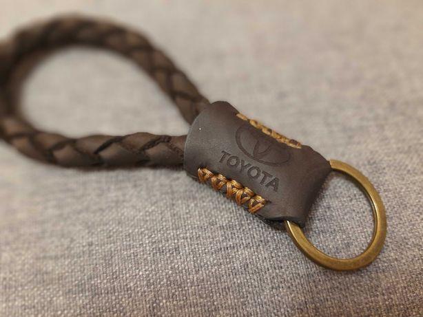 Кожаный брелок для ключей.
