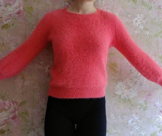 Продам свитер ангорка коралового цвета