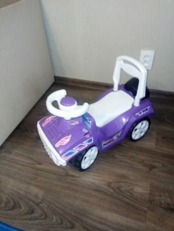 Продам детскую машину толокар