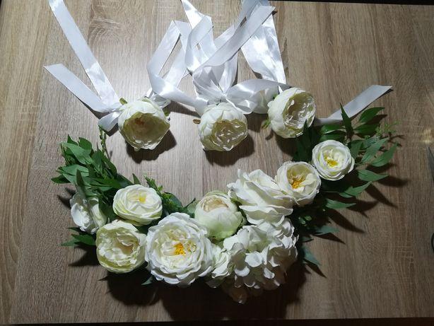 Ozdoba na auto - białe kwiaty