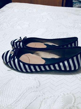 Sabrinas azuis e brancas