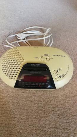 Zegar, budzik, radio.