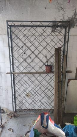 Garrafeira metal (ofereço)